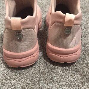 725055c8b9a Steve Madden Hueber Sneakers NWOT